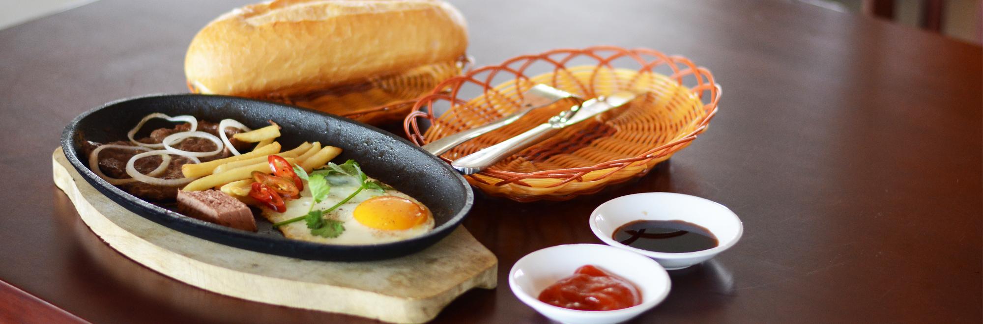 Ăn sáng tại nhà Hàng Đại Nam Việt